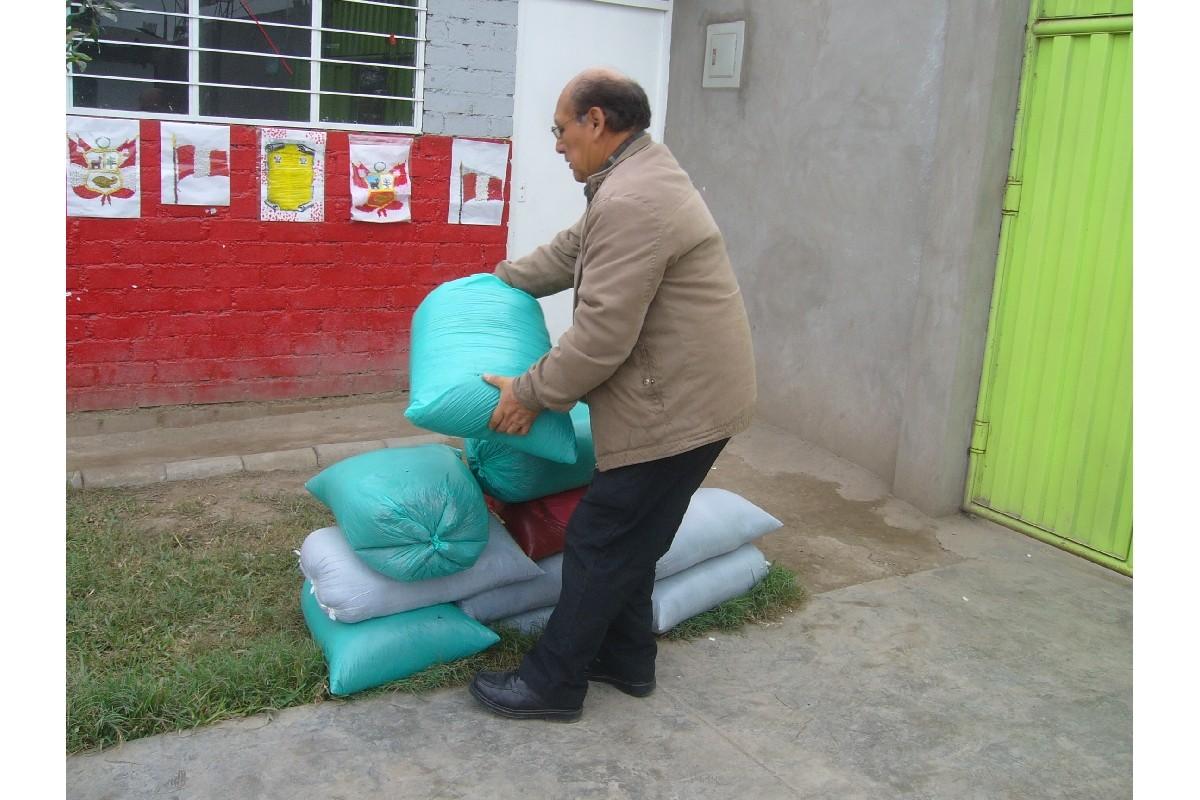 Llega el profesor Héctor Yarasca de Econtinuidad con el abono orgánico