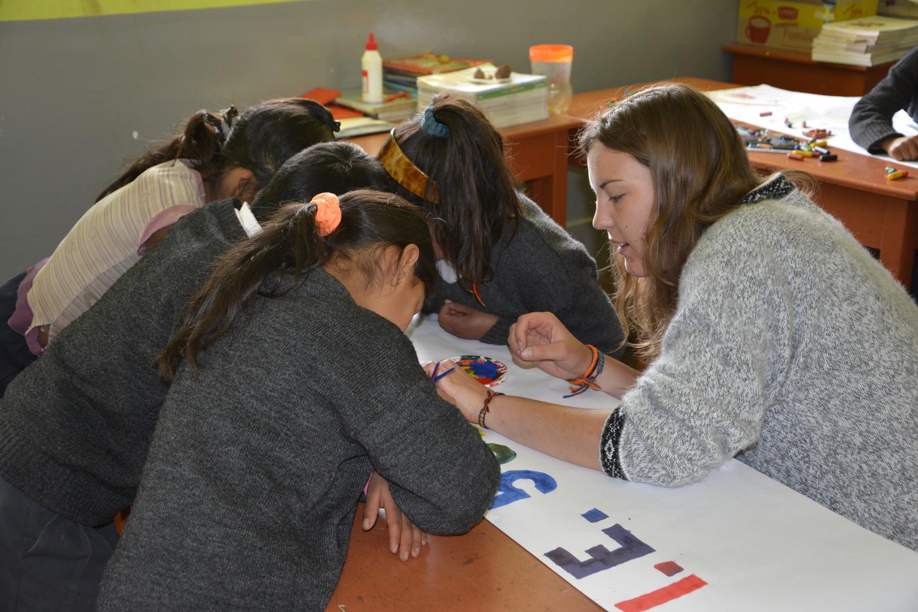 09 Mayo - Preparando afiches para el Día del derecho del Niño