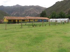 La escuela pública de Vicho y su bello Biohuerto Educativo en las alturas de los Andes (Cusco - Perú)