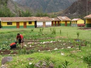 Una vista del sector al aire libre del Biohuerto Educativo de la escuela pública de Vicho (Cusco - Perú)