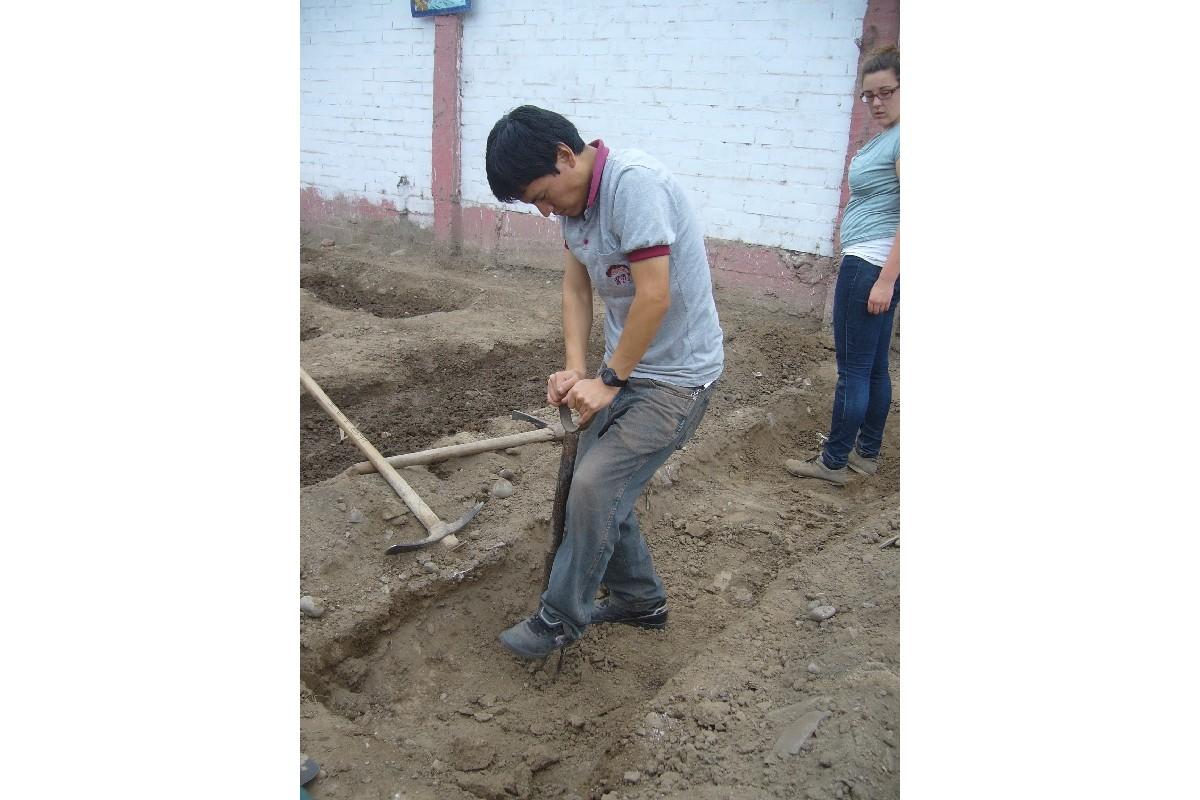 Se remueve el suelo del bancal que se dejo sin trabajar