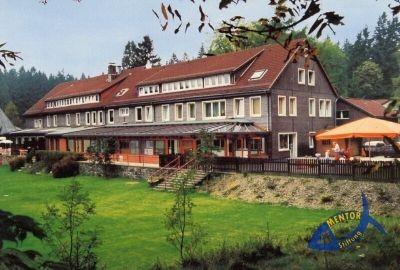 """Unser Ziel war das Christliche Seminar-und Freizeitzentrum """"Flambacher Mühle"""". Das Anwesen, gelegen in einem wunderschönen Waldgebiet, übertraf wohl all unsere Vorstellungen und Erwartungen."""