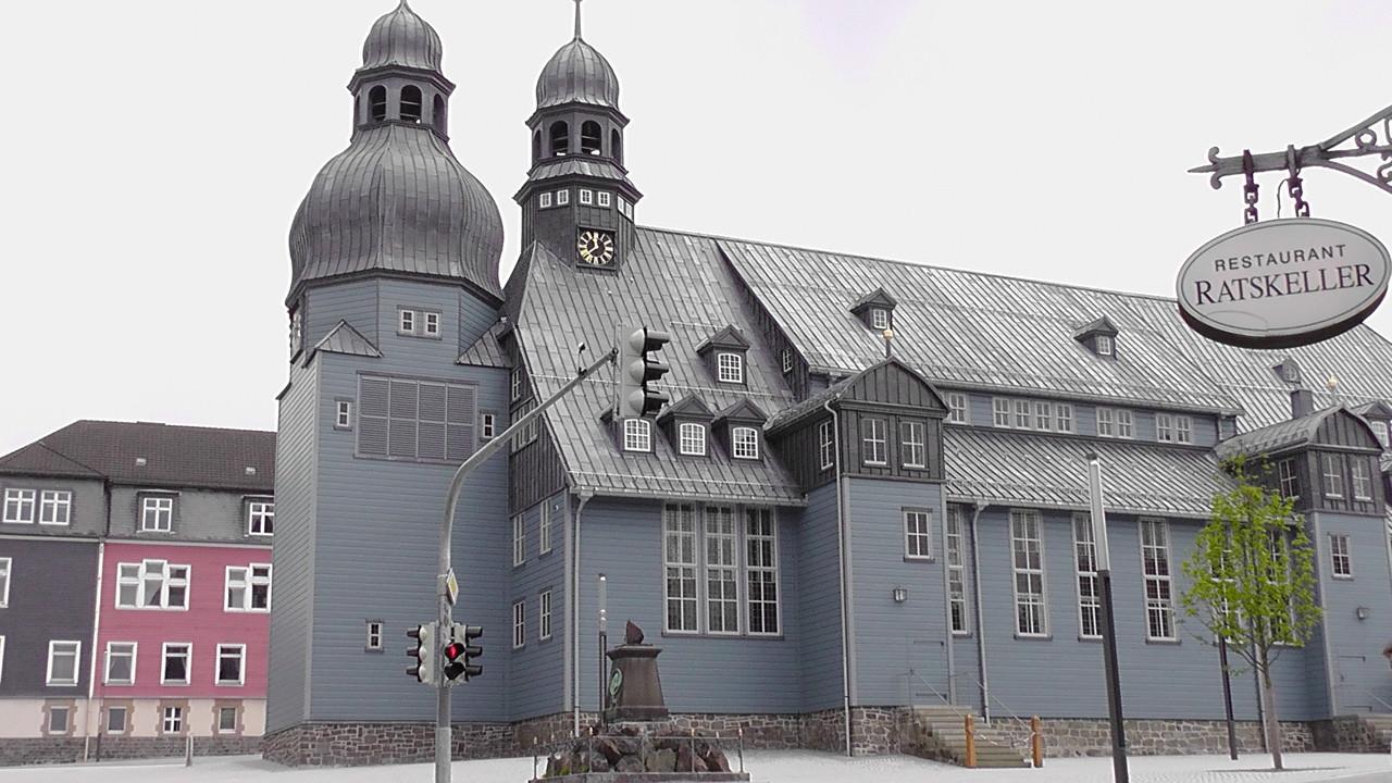In Clausthal-Zellerfeld besichtigten wir die im 17.Jahrhundert von Clausthaler Bergleuten, die durch den Abbau von Silber reich geworden, errichteten blauen Holzkirche,