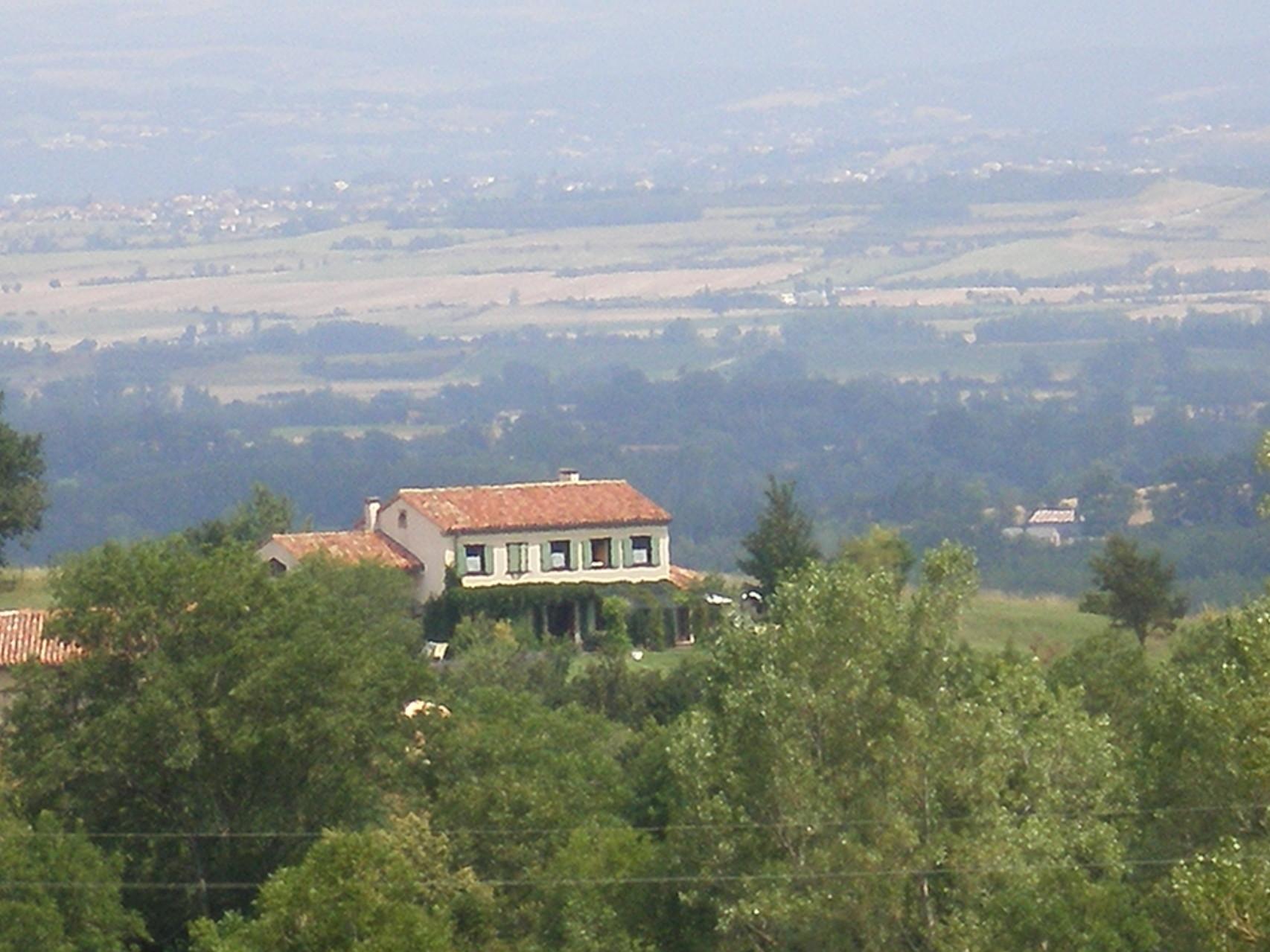 la maison d'hôtes vue du sud ouest de la Montagne noire