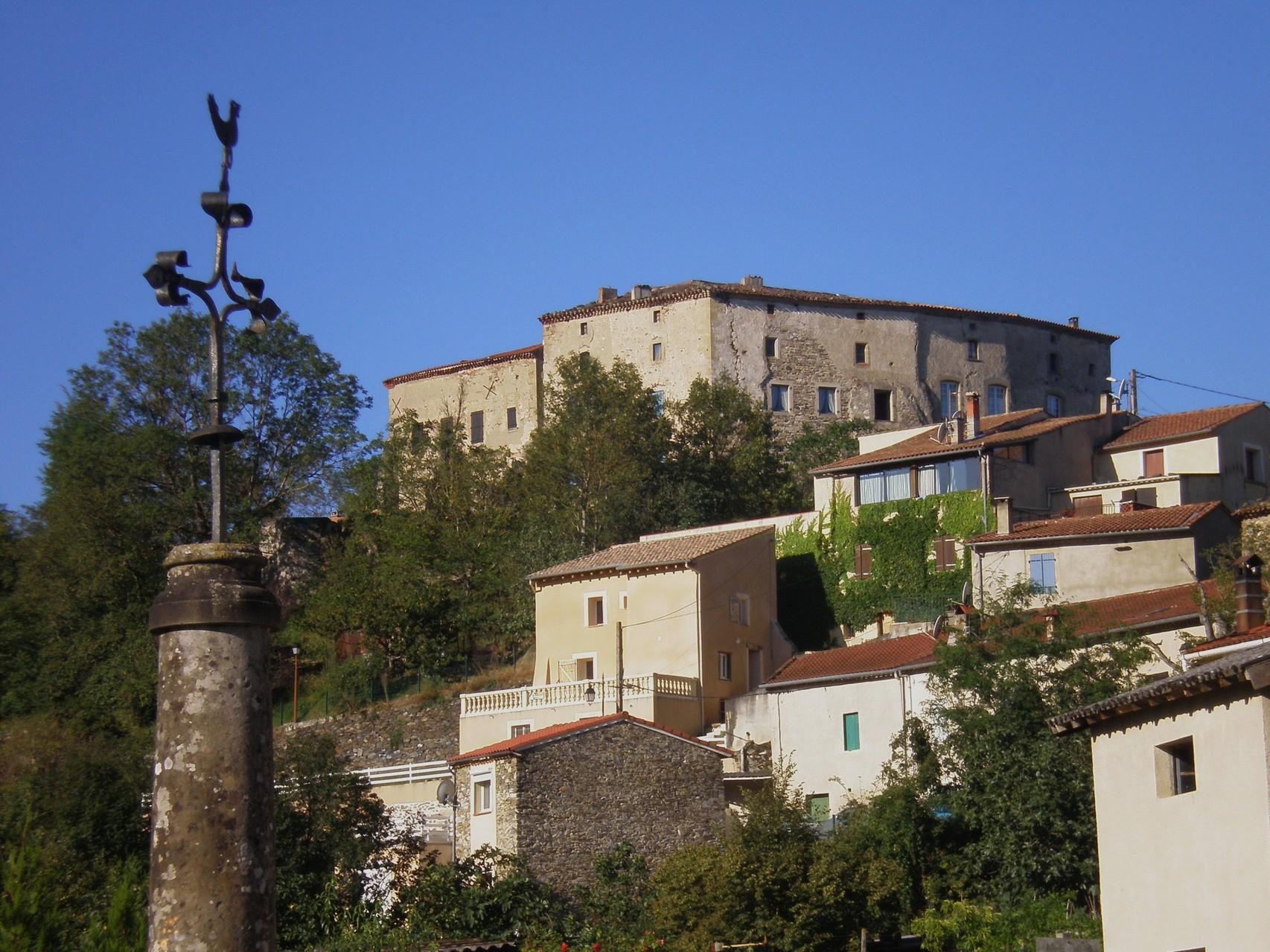 Le château,trace des Chartreux de Castres