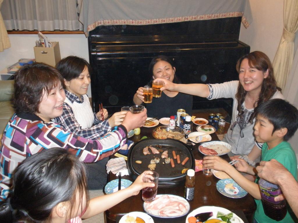 団長のお宅で焼き肉パーティー