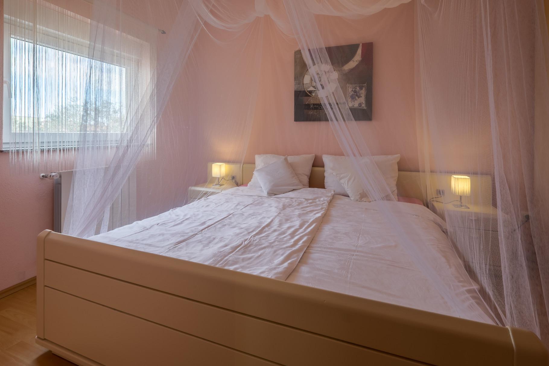 Schlafzimmer Nr 2, Doppelbett 180x200