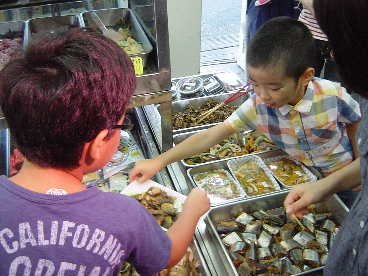 味の店川上屋 女将さんの手作りお惣菜は、やさしい味。お魚だって子ども達も大好き。