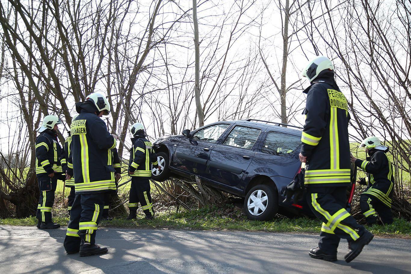 PKW-Unfall in Rondeshagen, 10.04.2016 - Foto: M. Orend
