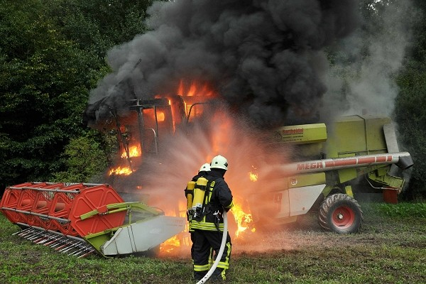 Mähdrescherbrand in Hollenbek, 2010