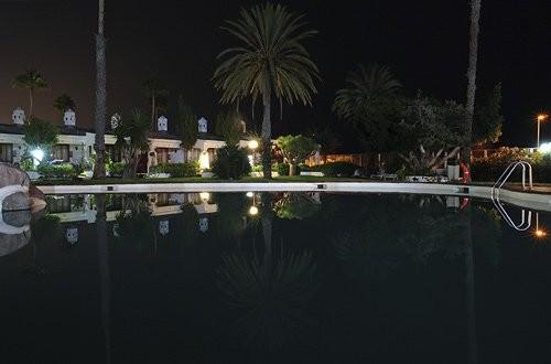 Sahara Beach Club bei Nacht