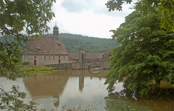 Au terrain du château: La première église allemande bâtie comme église protestante.