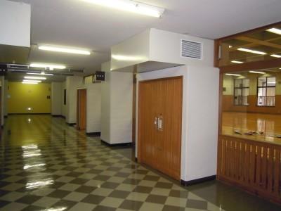デイヴィス記念館地下1階が京田辺キャンパスの練習場です。