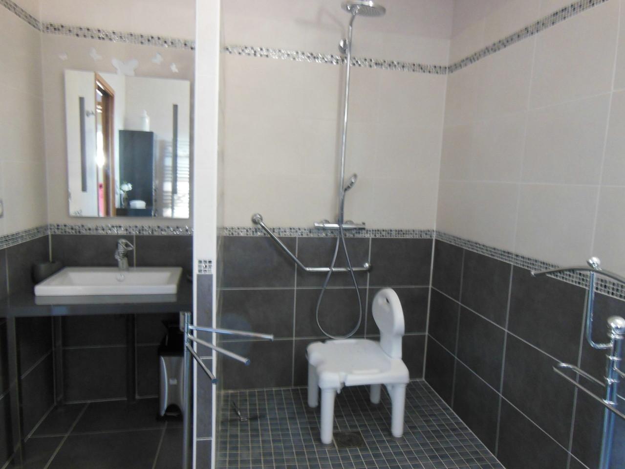 La douche avec le siège
