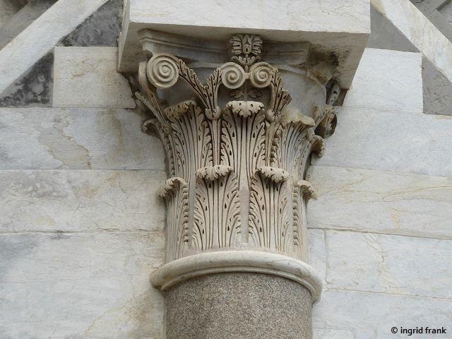 30.04.2019 - Akanthus-Ornament am Schiefen Turm von Pisa