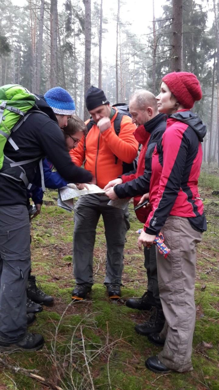 natürliche Orientierung und Orientierung mit Karte und Kompass Foto: Altmann