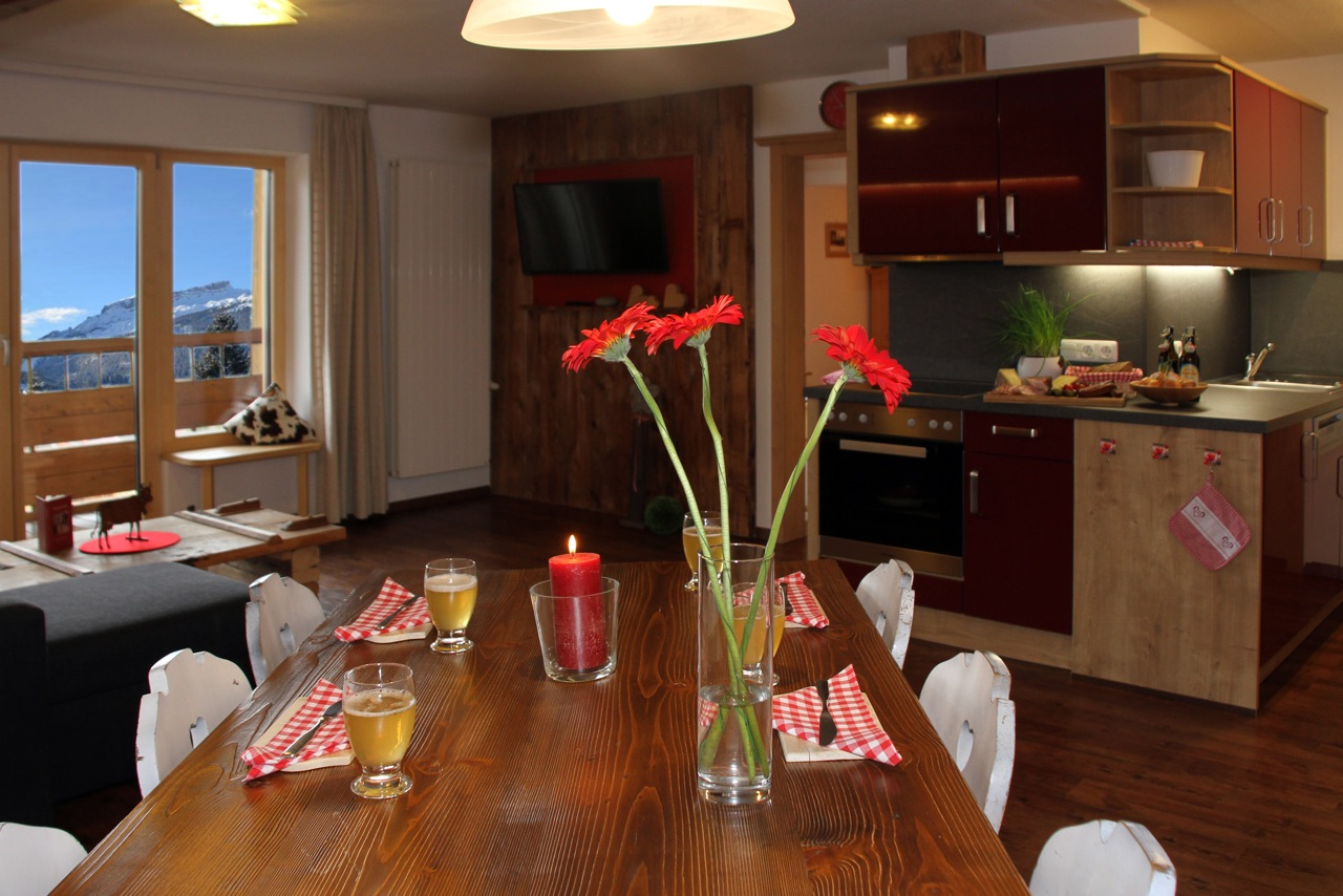 Ferienwohnung Wiesengrund in Riezlern, Kleinwalsertal – Mädesüß, Wohnraum