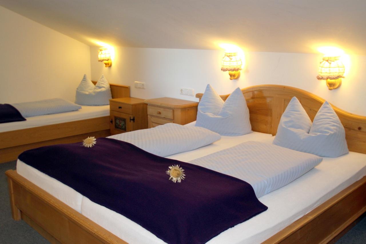 Ferienwohnung Wiesengrund in Riezlern, Kleinwalsertal – Alpaglöckle Schlafzimmer