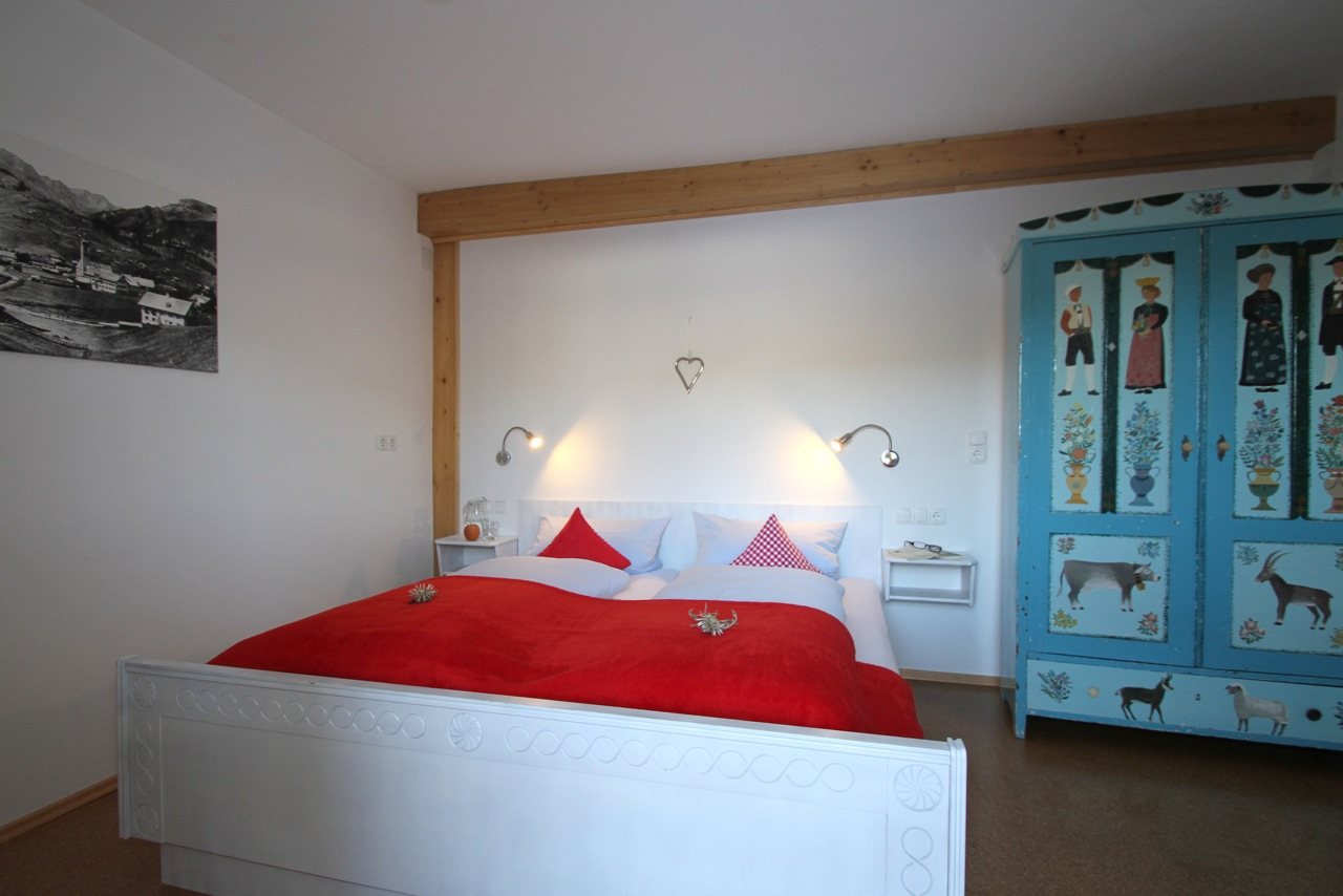 Ferienwohnung Wiesengrund in Riezlern, Kleinwalsertal, Vergissmeinnicht, Kinderschlafzimmer