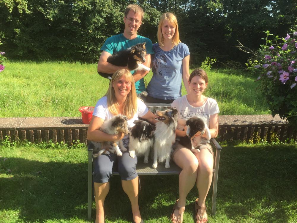 Unsere E-Mädels Elana, EmilyErdbeer und EviEngelchen mit Mama BellyButton und Oma Ally