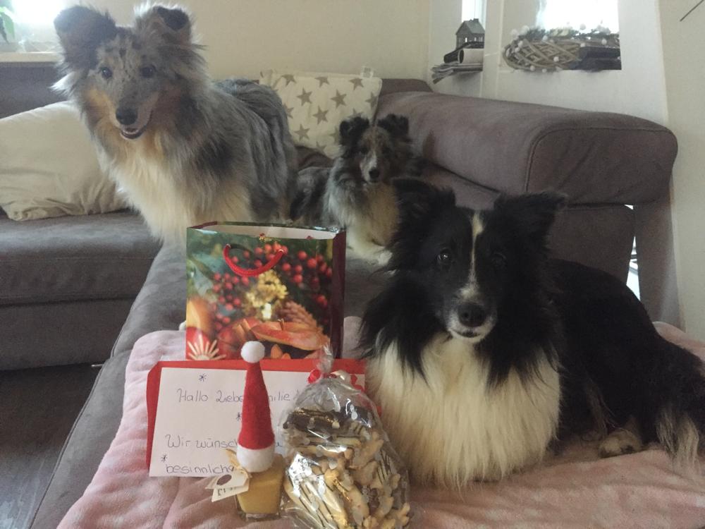 Vielen lieben Dank an Sabrina, Florian und Mäx für das tolle Weihnachtspäckchen! Habe mich super gefreut. Wir werden es uns schmecken lassen 😘