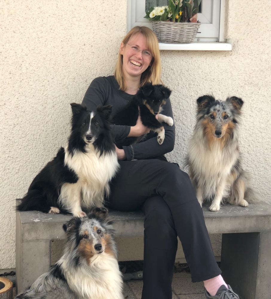 GipsyGoldschatz darf bei ihrer großen Tante ElanaEyecatcher in Erlenbach bei Kandel aufwachsen