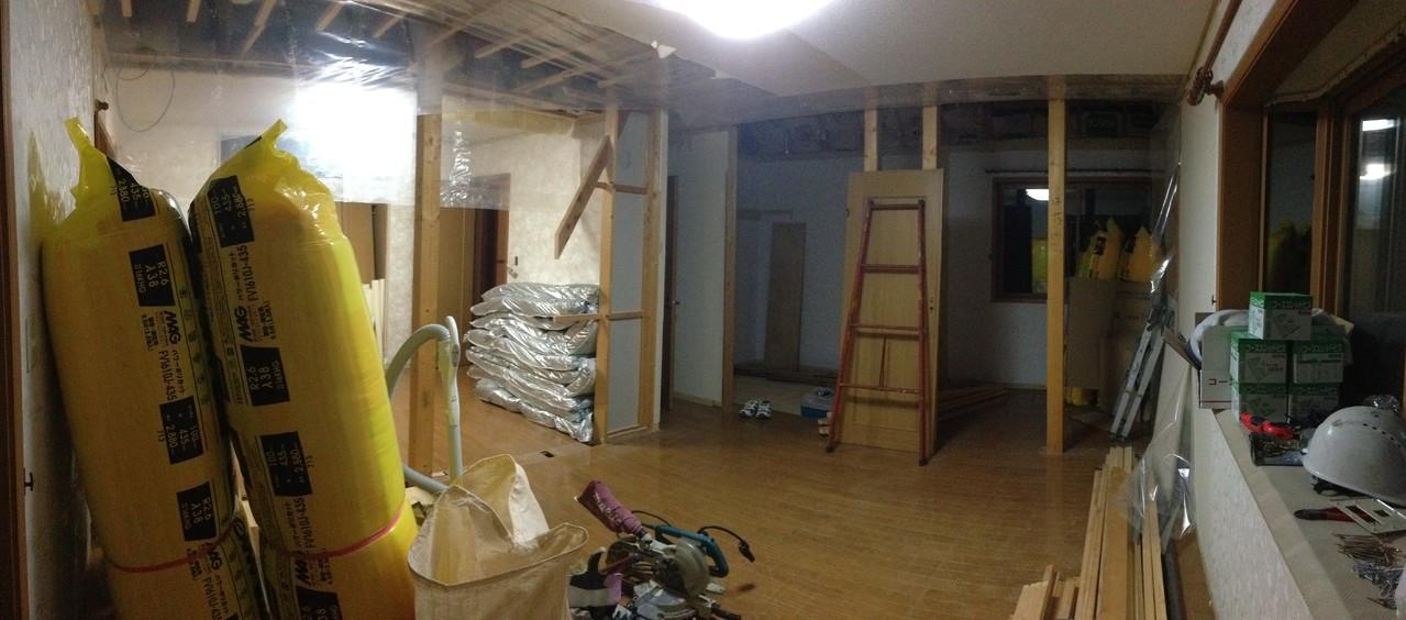 壁が取り払われ続きの部屋のなりました