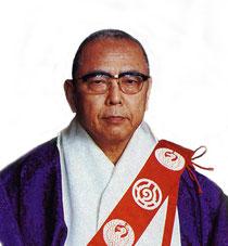 【第三世 日玄上人時代】遠妙寺の中興、第三世日玄上人は明治40年(1907)7月12日に 金沢市にお生まれになりました。立正大学宗教科にて一般仏教や日蓮教学を研鑚した日玄上人は卒業後、 遠妙寺を離れ、各地を遊学されていましたが、 昭和23年、二世日陽上人の引退に伴い遠妙寺第三世住職となられました。