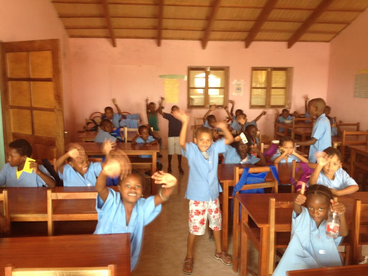 Grundschüler im Klassenraum