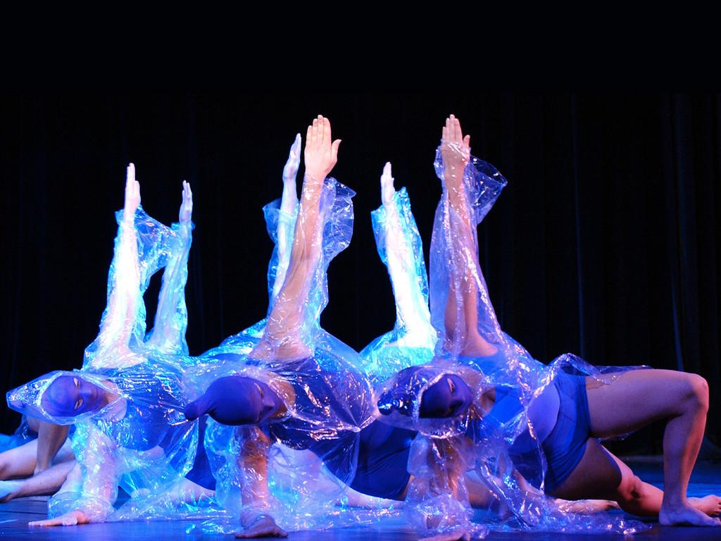 KaRi-dance.COMPANY - aquarius - 2000 (Foto Jörg Schollenbruch)