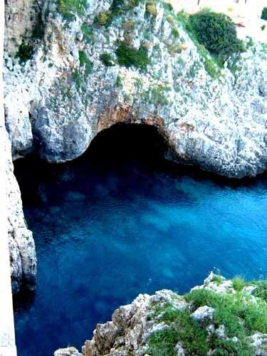 オートラントの青い海