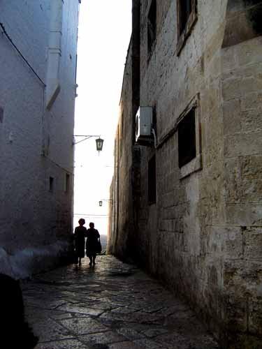 オストゥーニ旧市街の路地