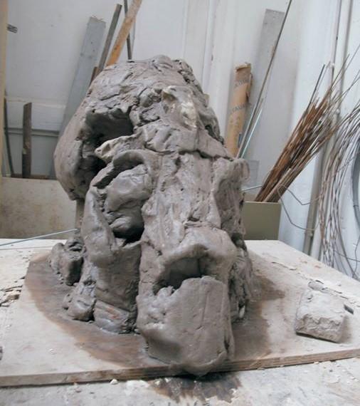 Crâne de Mammouth - Travail en terre avant le moulage