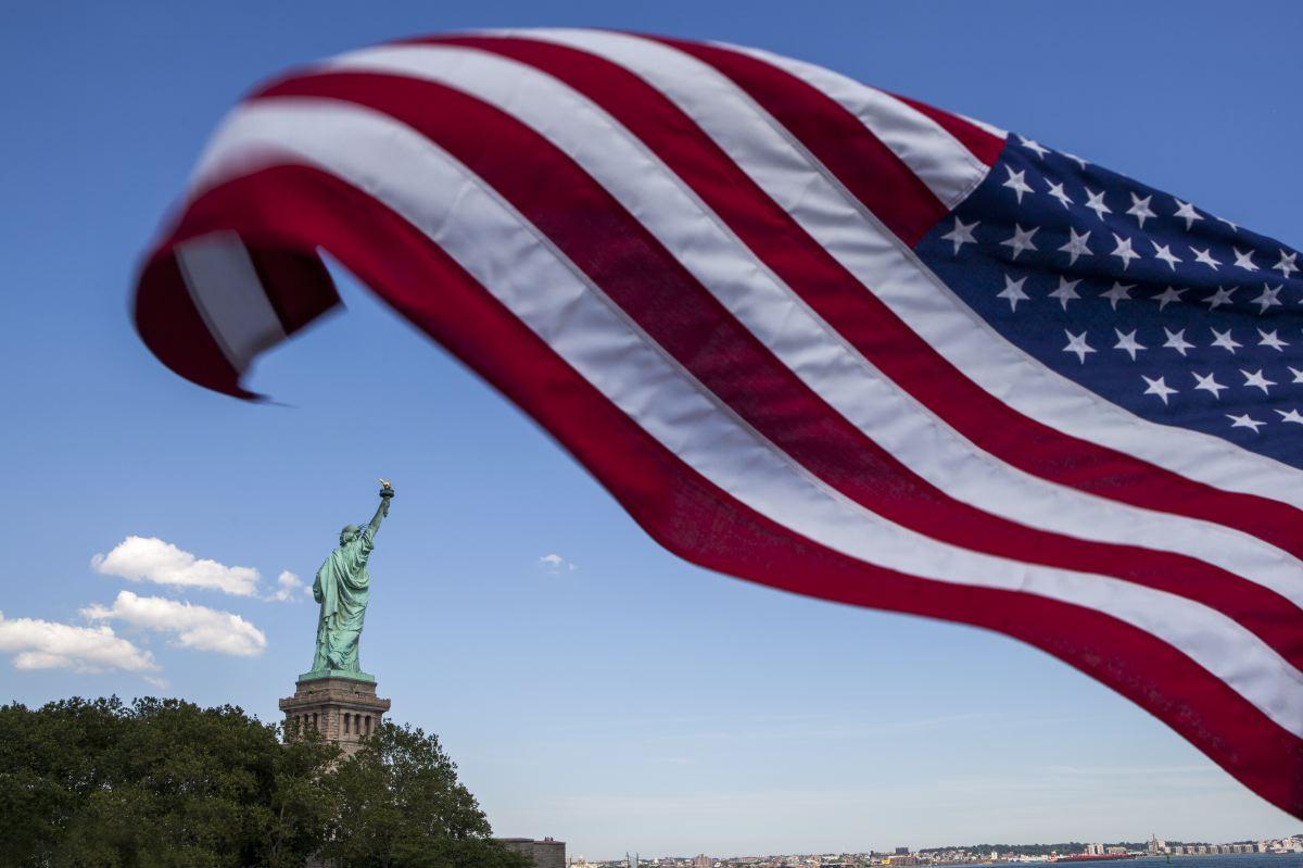 N.O.B.O.D.Y, Untitled (NYC Flag USA), 2016. 40 x 60 cm, 12 ed. I 60 x 90 cm, 8 ed. I 80 x 120 cm, 6 ed.