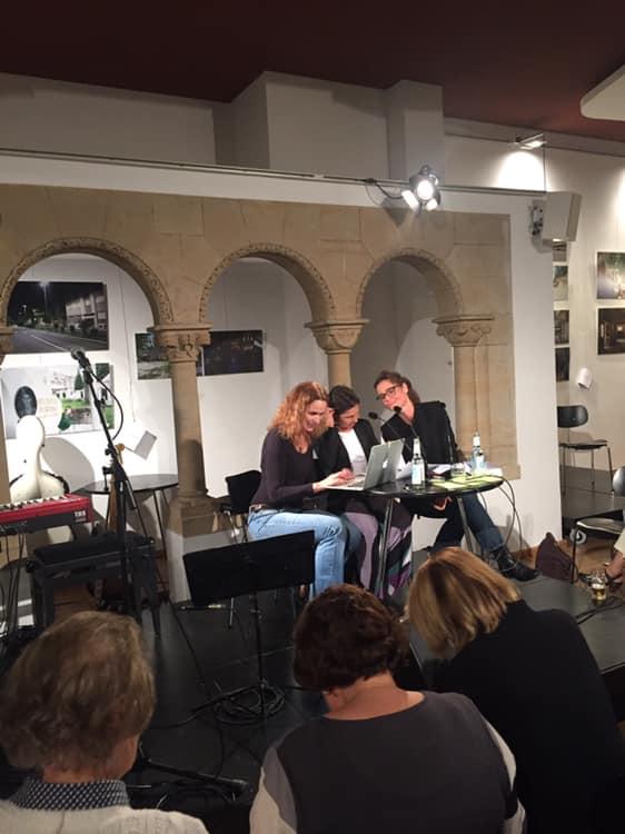 Lesung mit Francesca Melandri und ihrer Übersetzerin Esther Hansen, Moderation: Roberta Gado