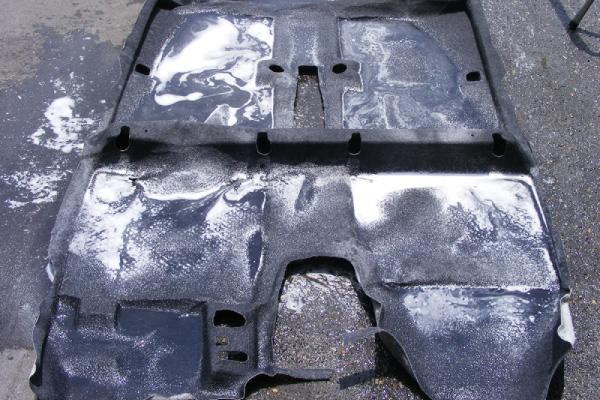 フロアマット洗浄|車内の特殊クリーニング【カーフレッシュ新潟】