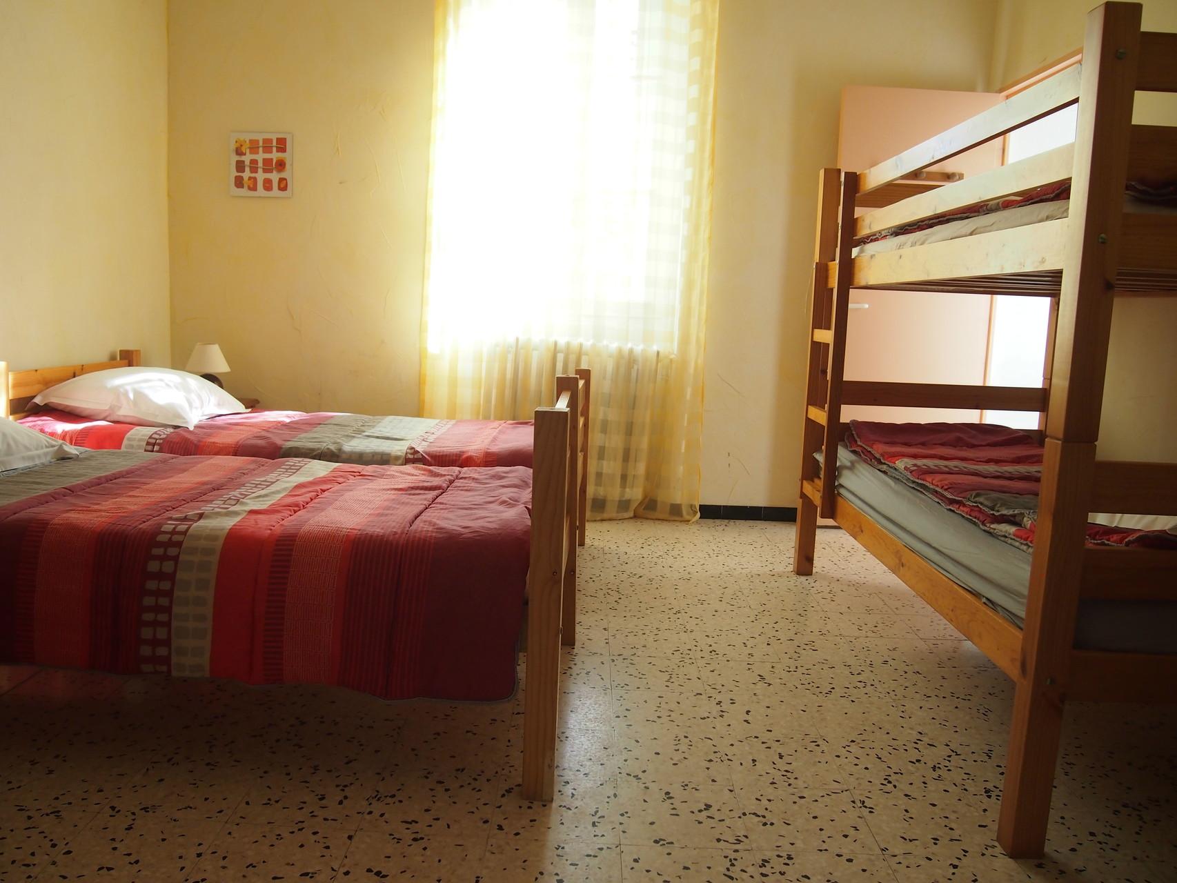 chambre à 4 lits simples