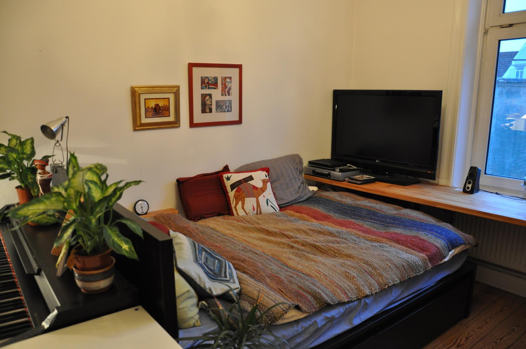 WG-ZIMMER HH | Malm-Bett von Ikea dient als Raumtrennung