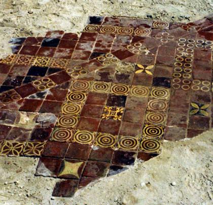 Carrelage découvert lors des fouilles de 1970