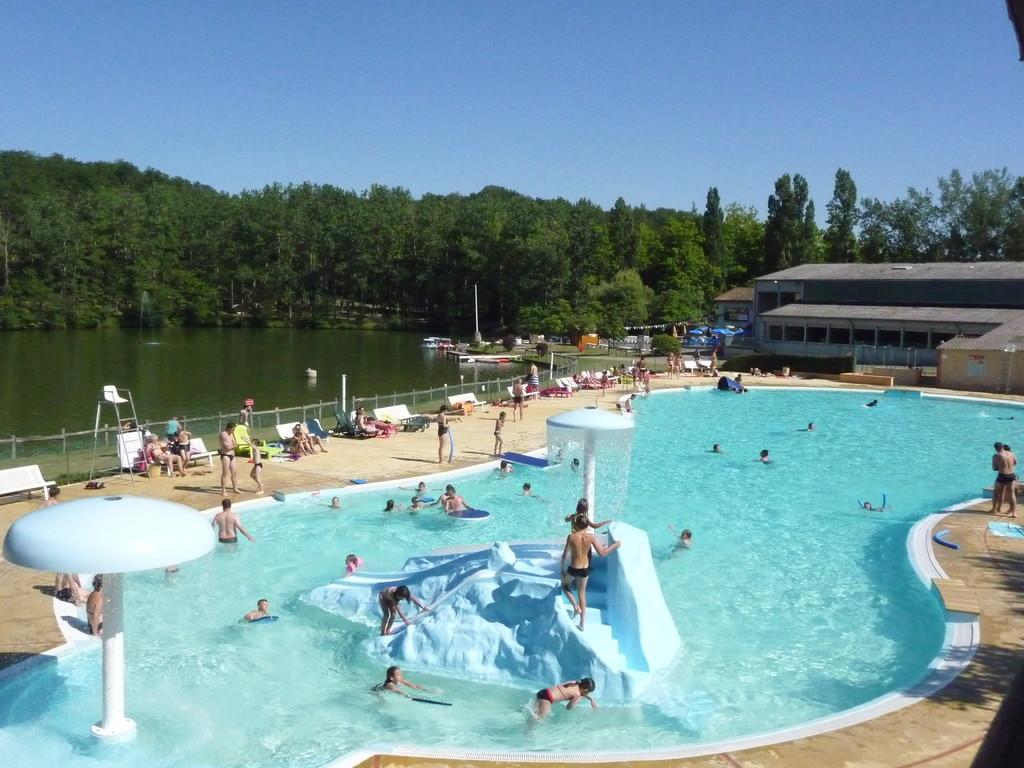 Cette base de loisirs vous permettra de passer une agréable journée, vous pourrez vous promener tout autour du lac