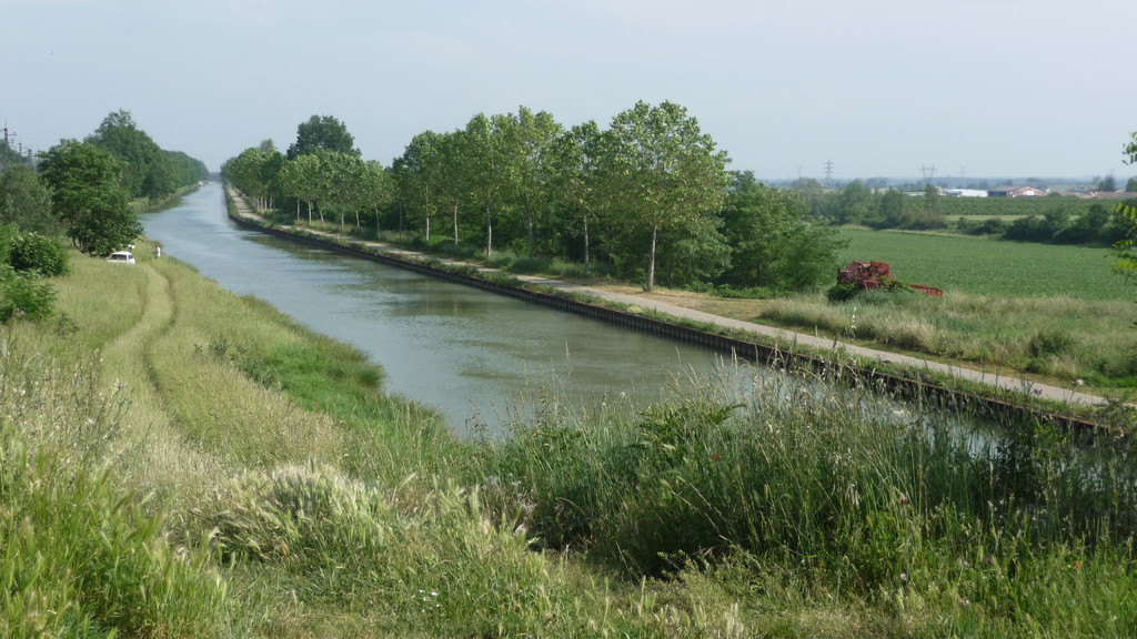 à pied mais aussi à vélo au bord du canal