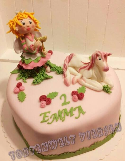 Fee mit Einhorn Torte ab 79Euro