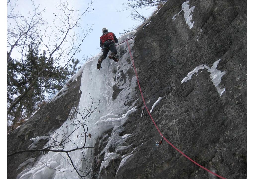 cascata Stellina bella - sul muro verticale (foto M. Campolongo)