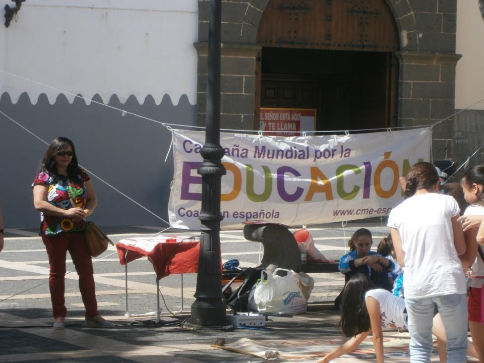 """Como invitada para contar un cuento relacionado con la campaña 2013 de la SAME, convocada,organizada y llevada a cabo por la ONG Entreculturas Canarias- """"Sin maestros no hay escuelas""""- Pon tu profe en el mapa."""
