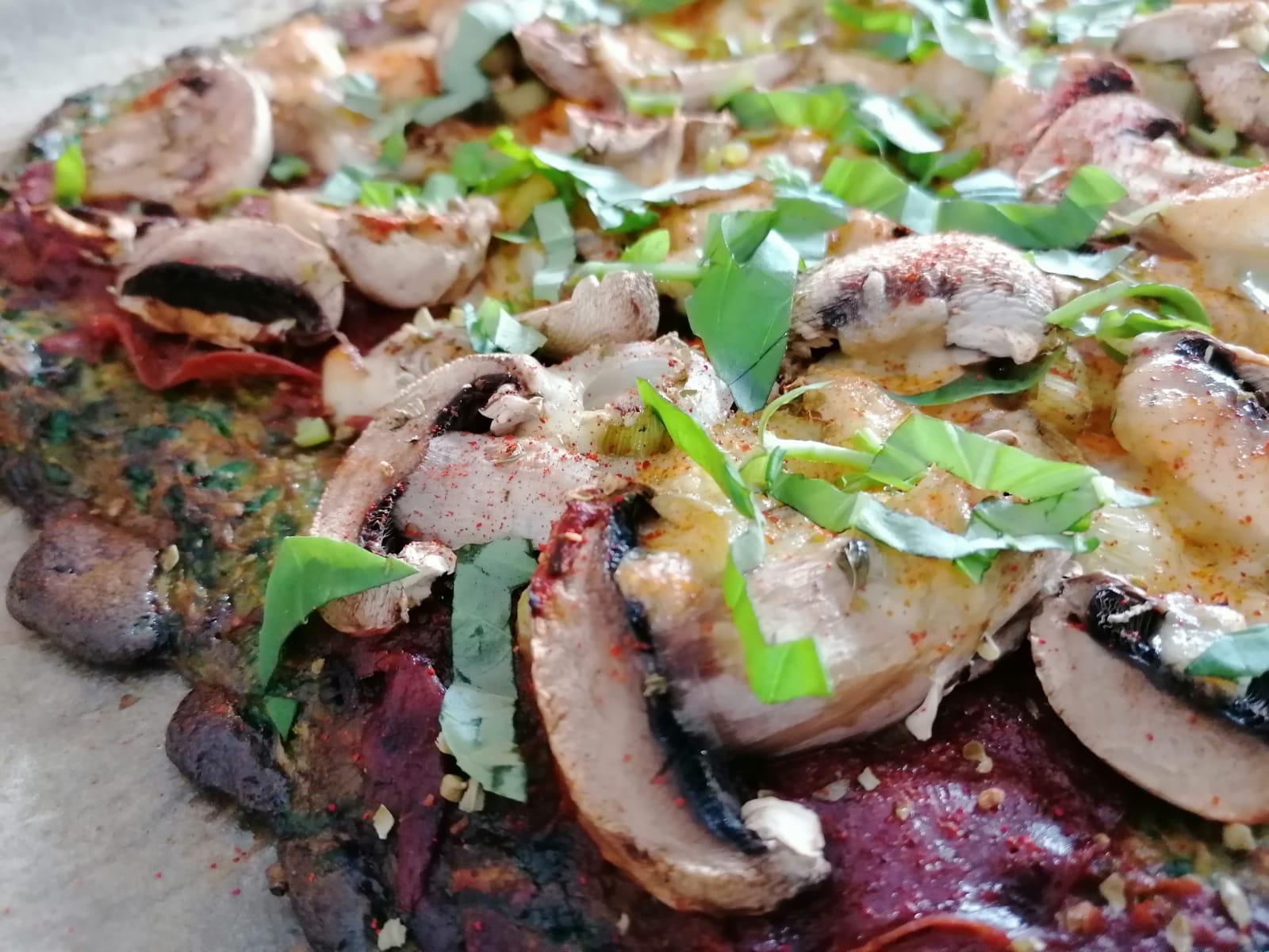 Pizza mit Gemüseboden