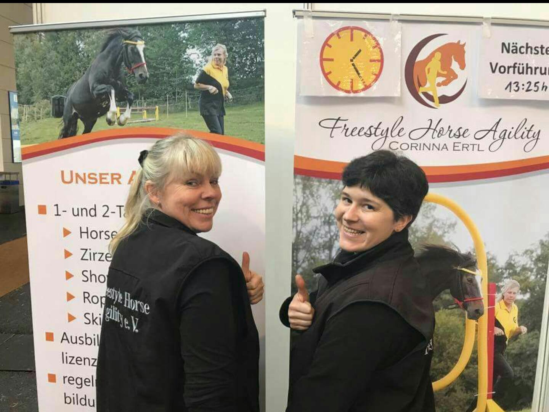 Pferd Bodensee 2018, mit Corinna Ertl am Informationsstand der Expertenecke