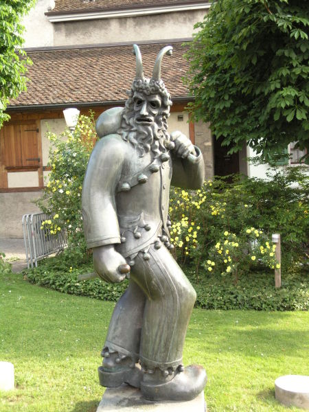 Fulehung-Skulptur.
