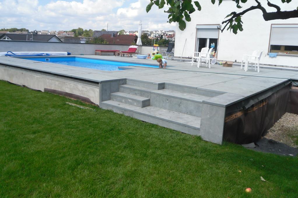 Doppelgarage mit Schwimmbad