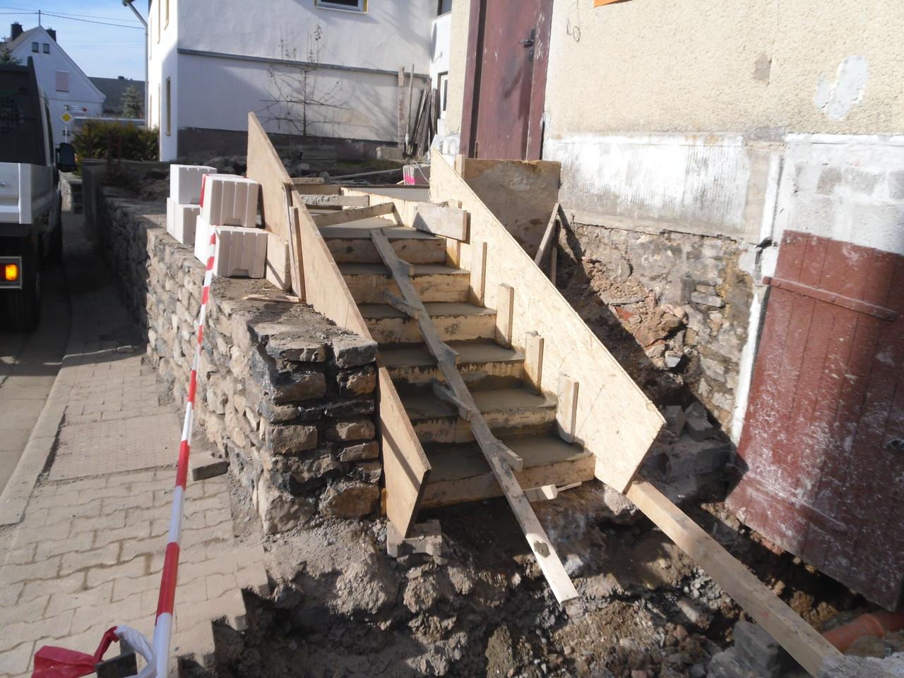 Einfamilienhaus - neue Eingangstreppe