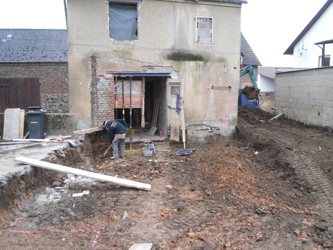 Einfamilienhaus - Ausschachtung für Anbau